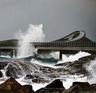 Stormweer bij de Atlanterhavsveien, Noorwegen - Atlantic road