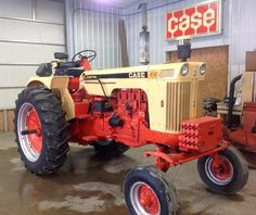 CASE 830 Comfort-King,, this was our main tractor on the farm,,, I spread a lot of crap,,, hauled round bails,,, did everything with this.