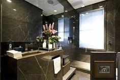 Resultado de imagem para banheiro com granito escuro