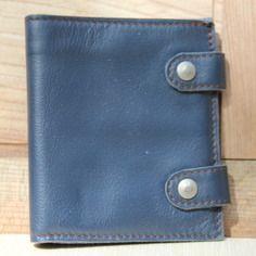 Portefeuille livre en cuir bleu pétrole souple
