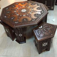 Love it. Table & chairs, Moroccan.