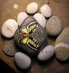 Miniatura de pintado a mano mariposa No.5 rock por thestoneteller