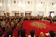 Pelantikan Kabinet Kerja 2014-2019 - Yahoo News Indonesia  Pelantikan 34 menteri pemerintahan Presiden Joko Widodo dan Jusuf Kalla yang tergabung dalam Kabinet Kerja di Istana Negara, Jakarta Pusat, Senin, 27 Oktober 2014. ...