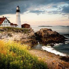 20 Places All Americans Should See Before They Die Portland, Maine Maine's biggest city has a history as a 400-year-old fishing village, a port, and a heritage that shows up in its charming visuals: quaint cobblestone streets, dozens of lighthouses, and a vibrant waterfront scene. The city is a great stop for museums and culture, as well as for food: Its culinary scene is well known well outside its own borders.