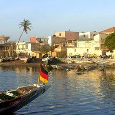 Paseo tranquilo por las calles de Saint Louis de Senegal...