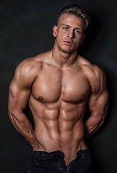 Sexy muscley hunks get off
