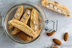 Cantuccini met sinaasappel. Het recept voor Italiaanse krokante amandelkoekjes. #italie #italiaanskoken #cantuccini #sinaasappel #koekjes #recept #zoet #krokant #makkelijk #snelenmakkelijk