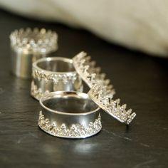 Silbernen Ring gekrönt. Krone Königin breites Band. von LUNATICART