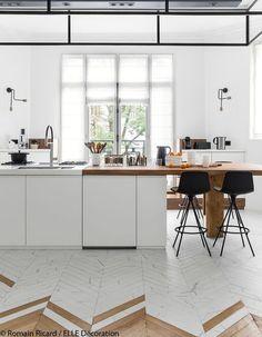 Sol - subtil blanding af marmor og træ i form af parket på ungarsk - Nelly Interior Design Boards, Interior Design Kitchen, Interior Decorating, Küchen Design, Floor Design, House Design, Kitchen Tiles, Kitchen Flooring, Scandinavian Kitchen