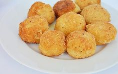Bulete de orez Arancini este o reteta din bucataria italiana, din ingrediente simple. Au la mijloc cascaval si sunt delicioase! Antipasto, Cornbread, Healthy Recipes, Vegetables, Ethnic Recipes, Food, Drink, Mariana, Fine Dining