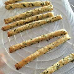 Express appetizer breadsticks with basil and lemon - Brunch Recipes, Appetizer Recipes, Italian Pastries, Cold Appetizers, Vegan Bread, Appetisers, Cooking Time, Food Inspiration, Good Food