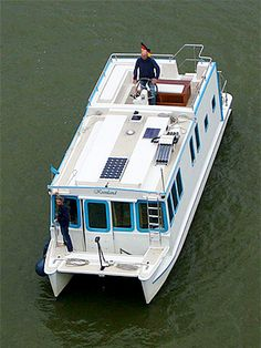 Trailerable Houseboats, Tiny Mobile House, Shanty Boat, Brisbane River, Boat Fashion, Water House, Boat Trailer, Airstream Trailers, Floating House
