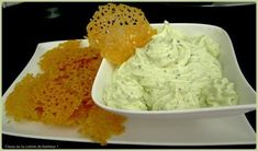 Zucchini mousse and parmesan tiles - Trend Appetizer Fine Dining 2019 Tapas, Healthy Potatoes, Zucchini Salad, Quiche, Snacks, Raw Food Recipes, Salad Recipes, Healthy Recipes, Finger Foods