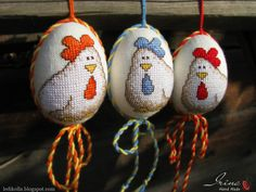 Cross Stitching, Cross Stitch Embroidery, Cross Stitch Patterns, Cross Stitch Finishing, Mini Cross Stitch, Easter Cross, Chickens And Roosters, Egg Crafts, Egg Art