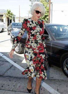 Helen Mirren Pulls Off Dolce & Gabbana Better Than Most Helen Mirren Dolce & Gabbana Mature Fashion, Older Women Fashion, Fashion Over 50, Modest Fashion, Fashion Outfits, Fashion 2018, Fashion Brands, Women's Fashion, Fashion Tips