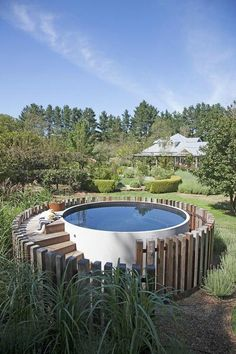 You can create a portable or semi-permanent pool with this stock tank pool. You can move elsewhere if you feel bored, for example you currently place a stock tank pool in front of the house one day you can move it to the backyard. Natural Swimming Pools, Above Ground Swimming Pools, In Ground Pools, Small Above Ground Pool, Above Ground Pool Landscaping, Villa Design, Spa Design, Design Ideas, Design Hotel