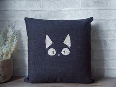 Taie d'oreiller lin avec imprimé du chat noir Jiji.