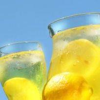 Beauty Drink Lemona: Pamper yourself with a lemony #beauty #drink.