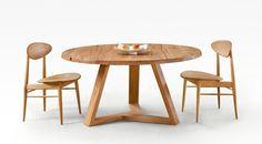 mesa redonda con dos sillas