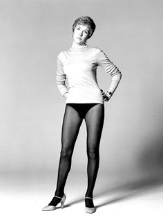 1960-1969 JULIE ANDREWS b/w glamour classic photo (Celebrities)