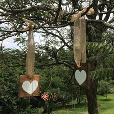 Placa hang de madeira quadrada tamanho mini para casamentos e festas. Muito charmosas se penduradas em árvores! Tamanho: 12cm x 12cm. Use a imaginação!