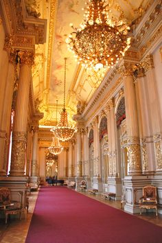 8 Amazing opera houses around the world including the Teatro Colón, Buenos Aires, Argentina Mehr Beautiful Architecture, Architecture Design, Argentine Buenos Aires, Grande Hotel, Argentina Travel, Grand Entrance, Concert Hall, Oh The Places You'll Go, Belize