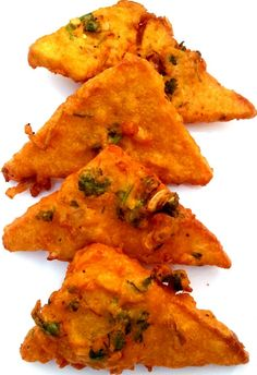 Bread pakora is a combination of white bread , coated with better of chickpea flour Veggie Recipes, Indian Food Recipes, Vegetarian Recipes, Snack Recipes, Cooking Recipes, Veggie Food, Bread Recipes, Cooking Tips, Indian Appetizers
