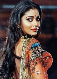 Shriya Saran - Another South Indian filmstar that makes the successful move to Bollywood Beautiful Eyes, Gorgeous Women, Beautiful People, Lovely Smile, India Beauty, Asian Beauty, Beauty Around The World, Exotic Women, Exotic Beauties