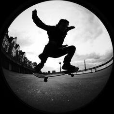 tumblr_static_skater-at-rhein-a20395343.jpg (JPEG-Grafik, 1000 × 1000 Pixel) - Skaliert (93%)