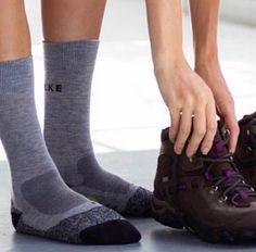@elzingakousen Voor hardlopers, wandelaars en hikers: Falke sokken hebben een perfecte pasvorm, en zijn anatomisch gevormd. Links en rechts ingebreid, zodat de sok mooi aansluit aan de vorm van je voet. Overmatige druk wordt opgevangen. Door het gebruik van een verkoelende coolmax vezel, wordt het vocht naar buiten gefilterd, hiedoor blijft de voet droog en voorkom je blaren. Onlangs door ANWB als beste wandelsok getest!  #happyfeet #socks #rockyoursocks #enschede #Haverstraatpassage