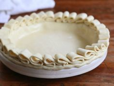 Faire une jolie couche de volants avec des bandes de pâte. | 23 Ways To Make Your Pies More Beautiful
