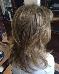 Ashy Bronde Layers Nothing dresses up mid-length hair like a bit of color. Medium Length Hair Straight, Mid Length Hair, Medium Hair Cuts, Long Hair Cuts, Medium Hair Styles, Short Hair Styles, Sophisticated Hairstyles, Corte Y Color, Blonde Highlights