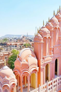 BEST places to visit in Jaipur ? Backpacking Rajasthan North India How to spend a PERFECT 3 days in Jaipur. PLUS getting to/from Jaipur by train or bus? Backpacking Rajasthan and Golden Triangle INDIA. Beautiful Places To Visit, Cool Places To Visit, Beautiful Places In The World, Golden Triangle India, India Palace, City Palace Jaipur, Backpacking India, Backpacking South America, India Architecture