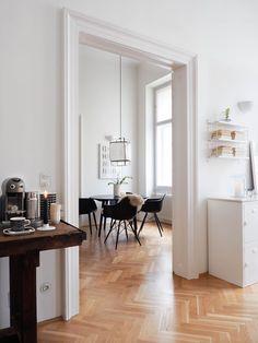 Scandinavian Home / Altbau / Hygge Scandinavian Home / Altbau / Hygge Modern Scandinavian Interior, Scandinavian Apartment, Nordic Interior, Country Look, Flat Interior, Hygge, Condo Decorating, Building A New Home, Minimalist Living