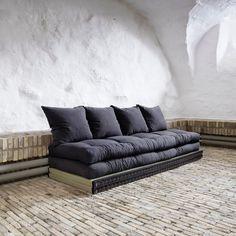 Este como un primer muebkle para una casa me parece lo mas practico del mundo porque la vida util de un mueble asi es larga, si tienes un sofa esto lo puedes acomodar en otra parte como un sofa secundario y no quita mucho espacio