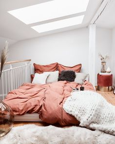 9 Dreamy bedrooms that will make you enter fall in a cozy way (Daily Dream Decor) Cozy Bedroom, Bedroom Inspo, Bedroom Decor, Bedroom Ideas, Design Bedroom, Fall Bedroom, Bedroom Wall, Home Living, Living Room Bed