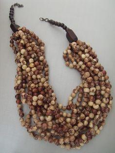 Patricia Moura Biojoias- Sementes de açaí e madeira