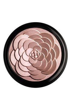 Luxury highlighter. Great for face, cheeks & browbone.