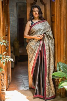Our tryst with half and half gorgeousness continues!Here we go again with this rich half and half drape in a maroon black shaded heavy pure satin, with the other half in stunning block printed heavy jute tussar fabric with paisley motifs.And man...are we so tripping on detailing.Check out the slim cutwork border in maroon. Undeniable sophistication!A maroon blouse or a black blouse for a sure fire pairing for subtle sophistication. #black #maroon #paisley #saree #India #houseofblouse