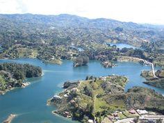 Así se ve #Guatape #Antioquia desde la cima del Peñol. Esta es la #FotoDelDia EnMiColombia.com