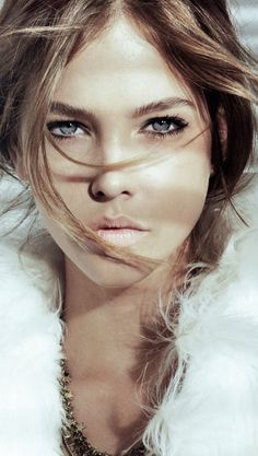Barbara Palvin, natural makeup. Very soft & pretty.