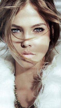 Barbara Palvin, natural makeup. Very soft & pretty.