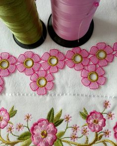 This Pin was discovered by HUZ Crochet Borders, Crochet Chart, Crochet Patterns, Crochet Flowers, Crochet Lace, Diy Flowers, Cross Stitch Embroidery, Hand Embroidery, Kutch Work