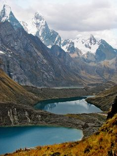 #Glacial lakes in Cordillera Huayhuash, Peru (by LindsaySimmonds).