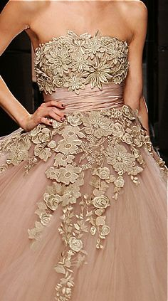 Elie Saab Details - absolutely beautiful sewn on floral applique and sashed waistline. The blush color is also fabulous! Couture Mode, Couture Fashion, Runway Fashion, Fashion Details, Look Fashion, High Fashion, Fashion Design, Couture Details, Elie Saab