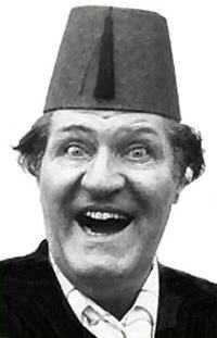 Tommy Cooper - best absolute BEST comedian ever! British Tv Comedies, British Comedy, British Actors, Vintage Tv, Vintage Movies, My Childhood Memories, Great Memories, Tommy Cooper, English Comedians