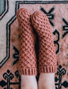 Neulotut vohvelisukat - No Home Without You Warm Socks, Knitting Socks, Knit Socks, Knit Patterns, Fun Projects, Leg Warmers, Mittens, Knit Crochet, Kids