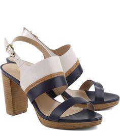Preto, mel e off-white unidos numa sandália de salto médio para morrer de amores. Quer um look básico. Combine com roupas nas mesmas cores…