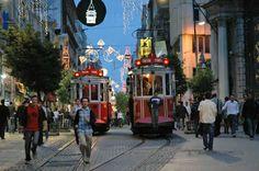 Cadde-i Kebir, Grande Rue de Péra, İstiklal Caddesi... 1800'lerden beri İstanbul'un en hareketli, en ünlü noktası. Bugün tanınamayacak halde.    İstiklal Caddesi'nin bugün çekilen fotoğraflarını hemen koymak istemiyorum, eğer uzun bir süredir gitmediyseniz kalbinize inebilir. Tünel'den Beyoğlu'na