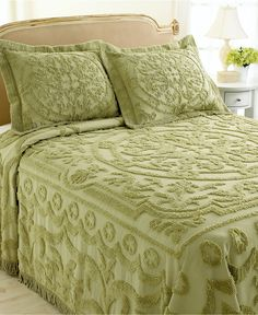 Chenille I've always liked chenille Kings Home, Bedroom Vintage, Vintage Bedding, Home Design Decor, Home Decor, Chenille Bedspread, Bed Covers, Bed Spreads, Decoration
